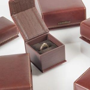קופסאות דמוי עור עם מגנט
