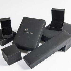 קופסאות דמוי עור שחור מט