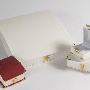 קופסאות דמוי עור פינות זהב